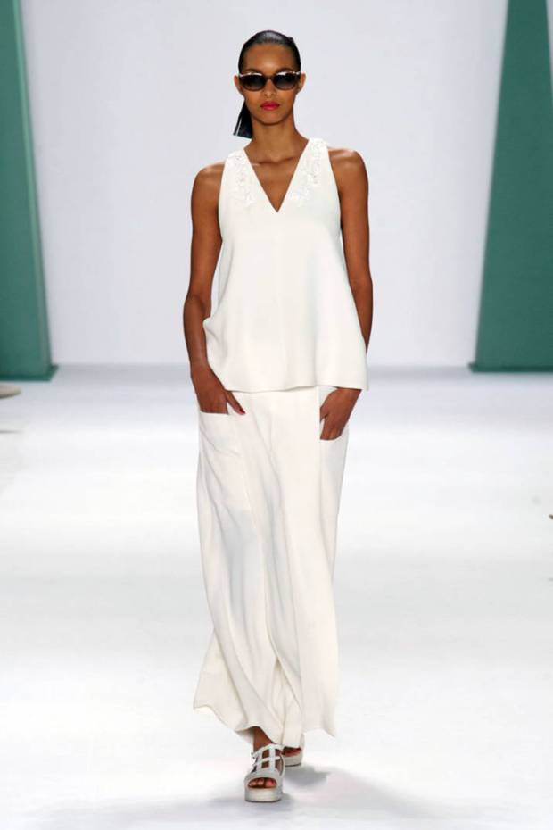 hbz-nyfw-ss2015-trends-white-out-04-Herrera-RS15-3020-md